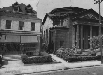 1951, Tree of Life Synagogue on the right Photo by Jack D. Mahony